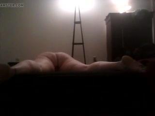 Зрелые женщины с большими сиськами мастурбируют клитор и кончают