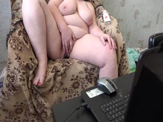 Порно видео с мамкой блондинке - она дрочит пиз