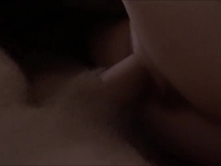 Мужик трахает молодую блондинку в киску и кончает ей прямо во влагалище