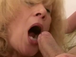 Секс со зрелой женщиной с большими сиськами