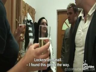 Смотреть порно видео зрелых дамочек - групповуха со зрелыми бабами